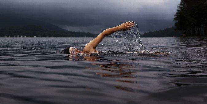 Zwemmen in natuurwater. sportvoorkeur persoonlijkheid!
